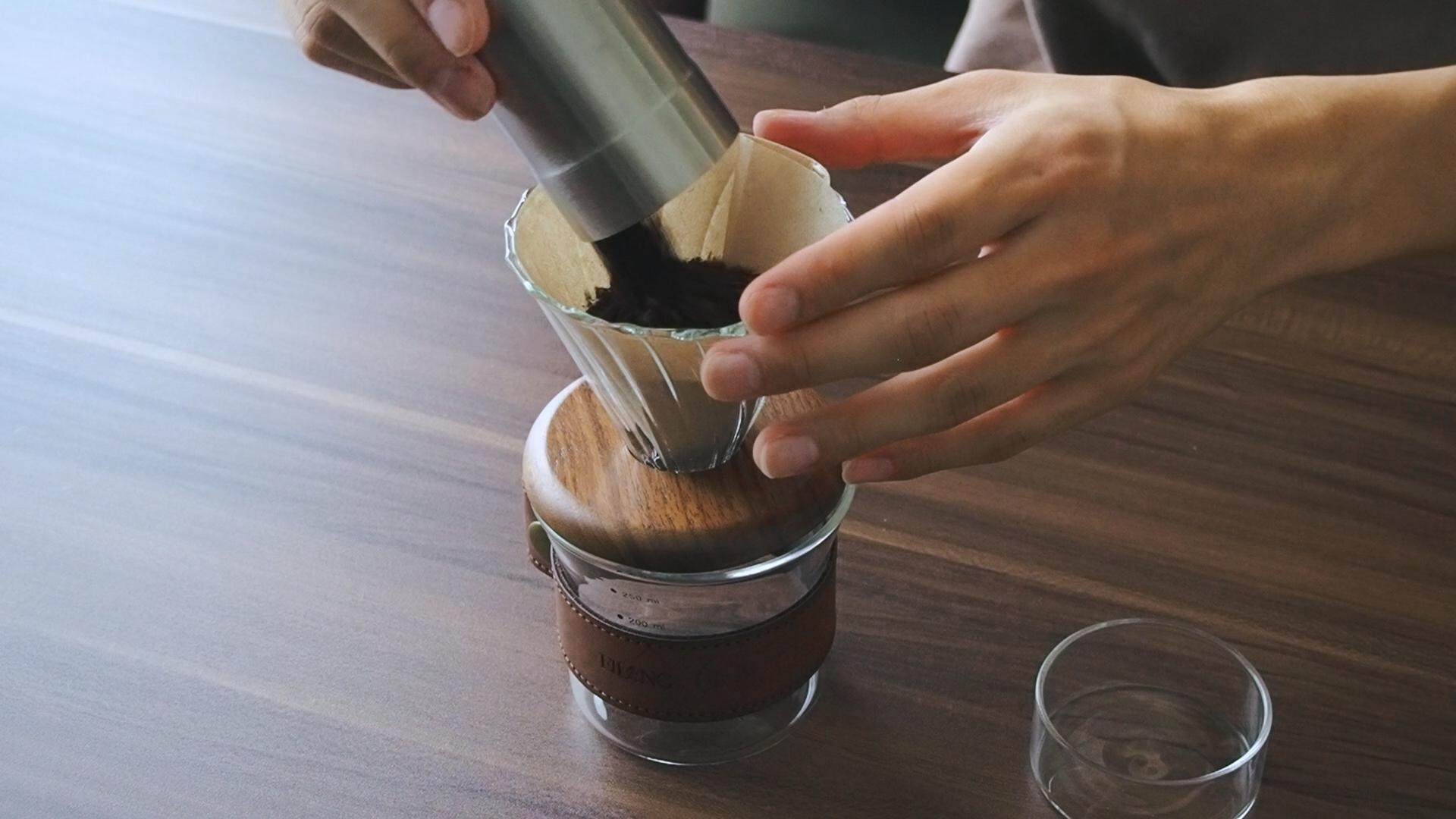 Minimal Travel Coffee Dripper